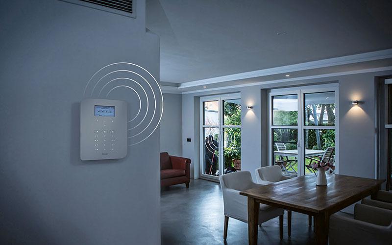 Mechatronische Funkalarmsysteme bieten einen unsichtbaren Schutz und lassen sich einfach im Eigenheim nachrüsten.