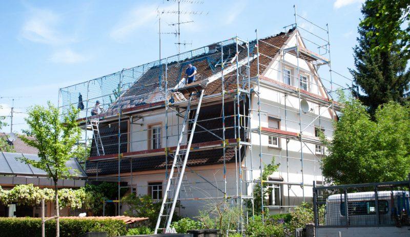 Eine Holzfaser-Dämmung fürs Dach zahlt sich mehrfach aus