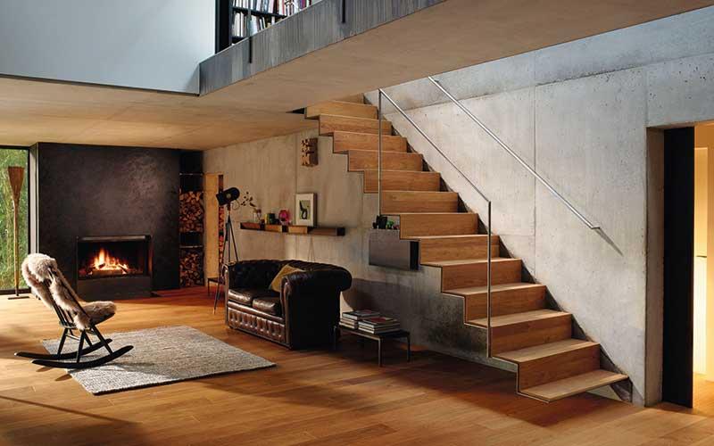 Boden und Treppe im Einklang